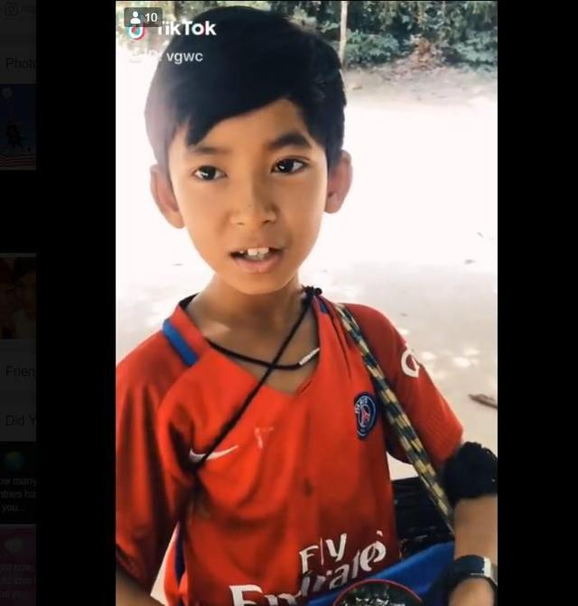 Cambodian boy wows tourists by speaking over 10 languages